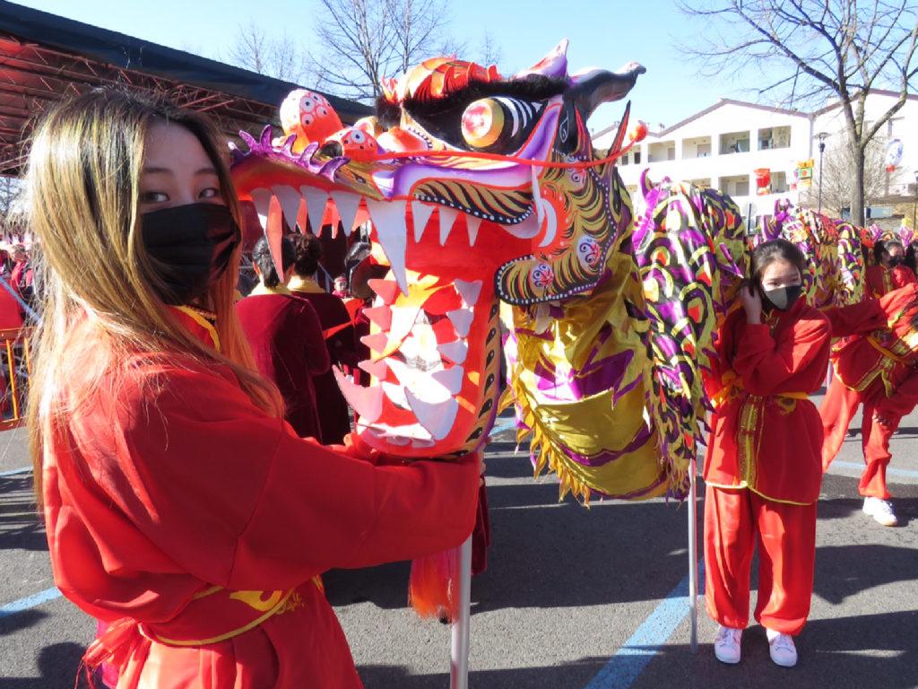 Ragazze con il dragone in piazza del Mercato Nuovo