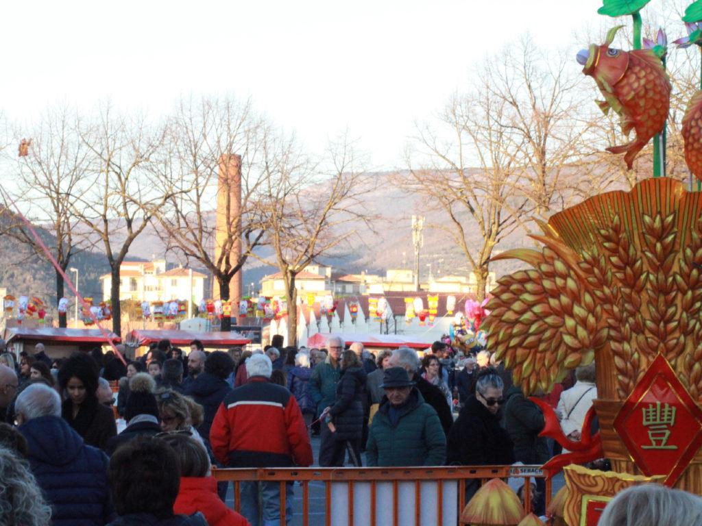 Folla in piazza del Mercato Nuovo sabato 16 febbraio