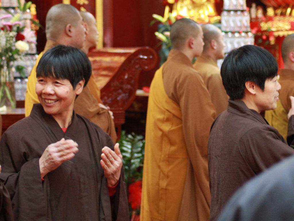 In preghiera nel tempio