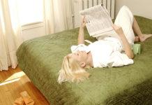 Legge il giornale