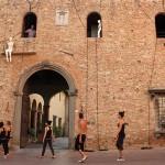 Altro che Spider Man. A Mercantia si danza sulla parete (toscana)