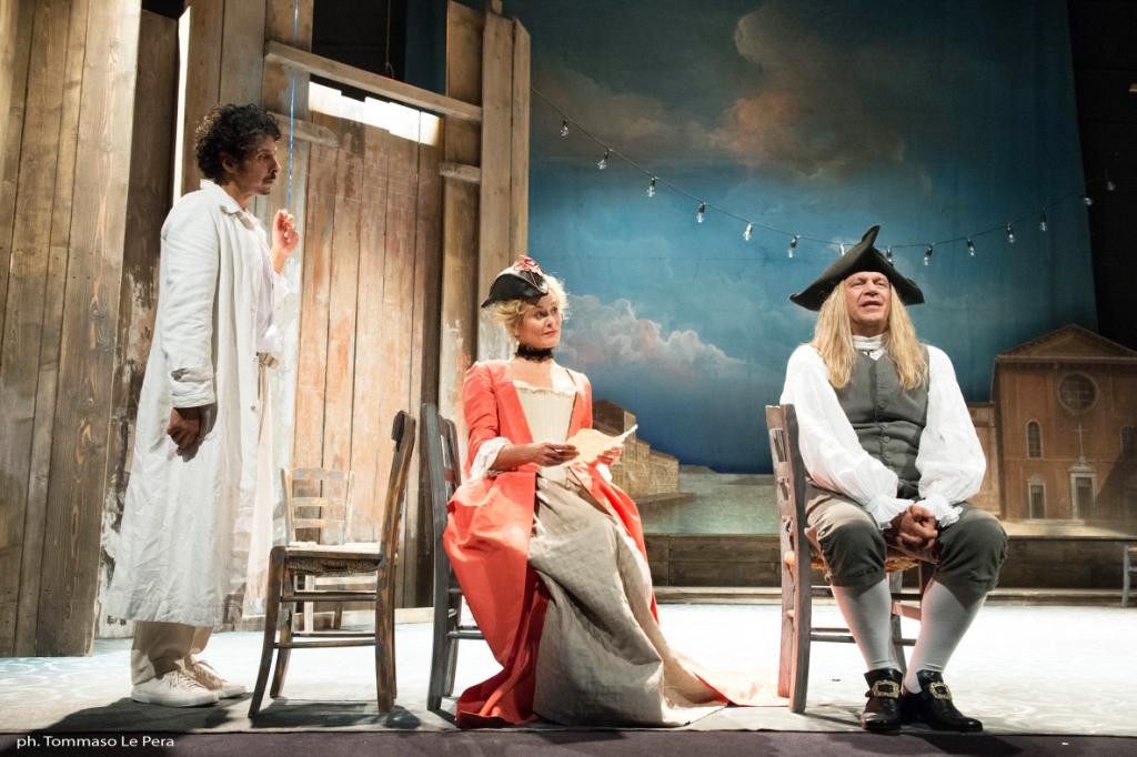 Un irresistibile Bugiardo chiude la stagione teatrale al Manzoni