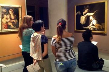 Ragazze di notte al museo di Palazzo Pretorio