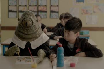 Krenk a scuola con il suo compagno di banco