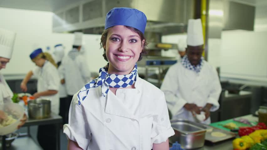 Lavoro giovanile - Una sorridente cuoca