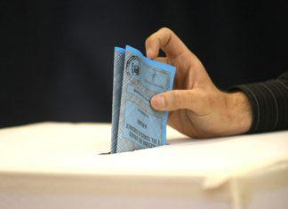 Fusioni tra comuni - un uomo al voto
