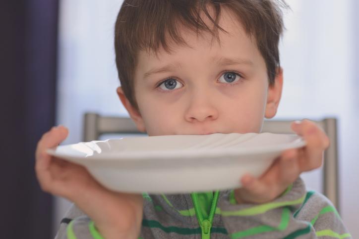 Bambino affamato