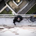 Jorit sul ponteggio mobile (Francesco Niccolai)