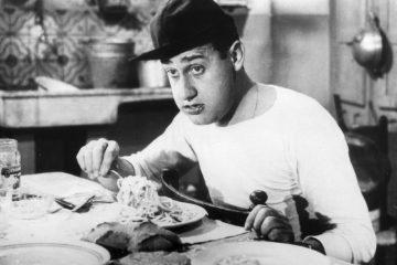 Alberto Sordi mangia gli spaghetti