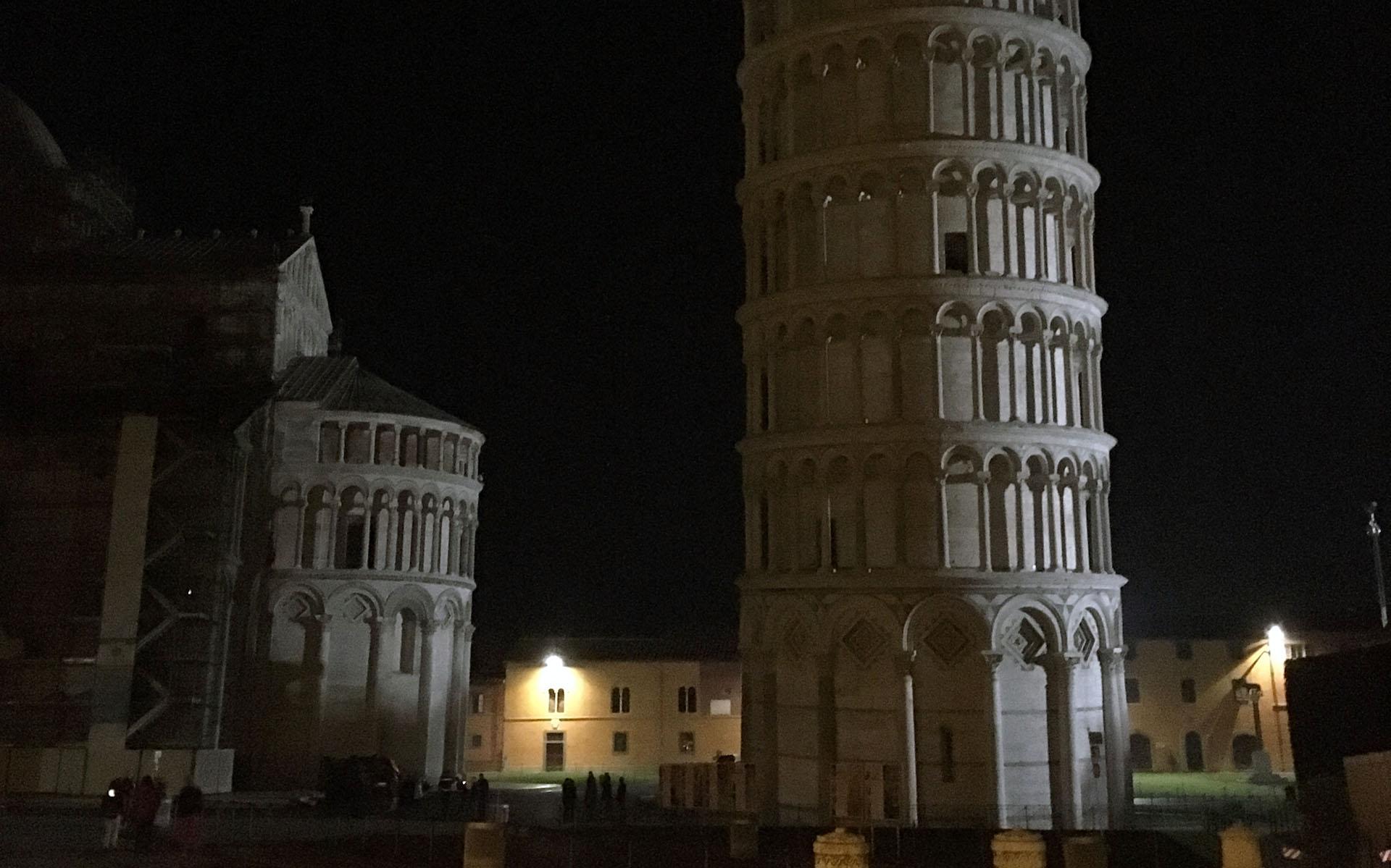Pisa di notte