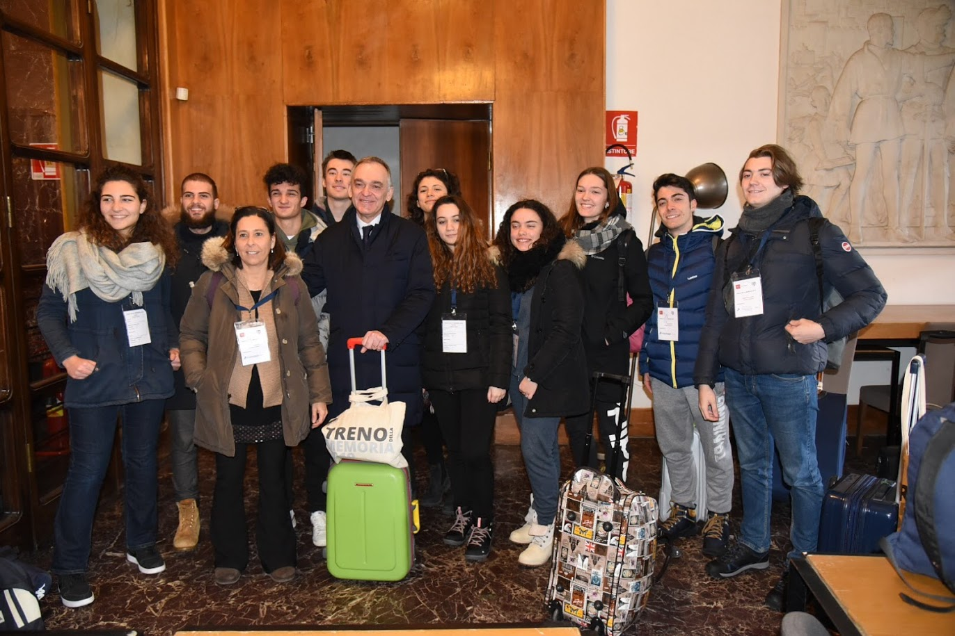 Studenti per treno della memoria con Enrico Rossi