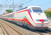 Un treno alta velocità Frecciabianca