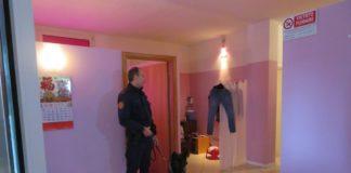 Il cane poliziotto che ha visitato i centri massaggi sequestrati