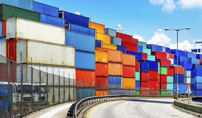 Container con piante ornamentali bloccati a Genova