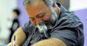 Luca Spennacchio e un amico cane
