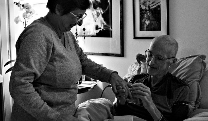 Il momento in cui Giancarlo D'Emilio al dito l'anello di matrimonio a Barbara