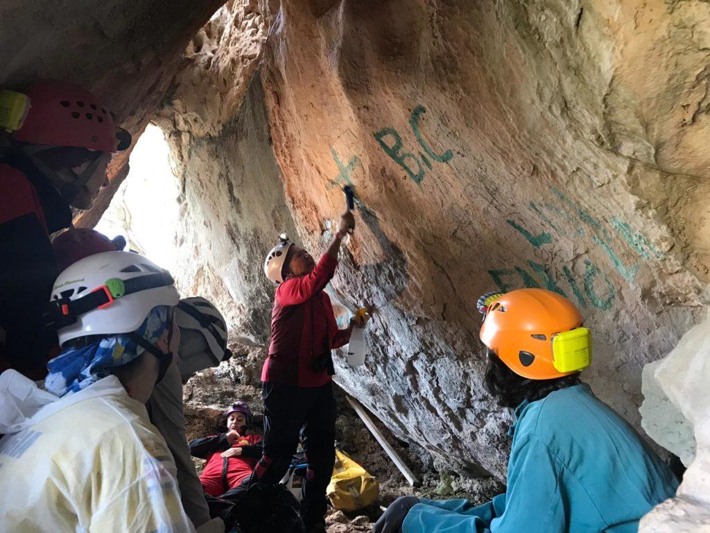 """5. Momento del seminario """"Cave Conservation"""" con gli americani Val Hildreth-Werker e Jim C. Werker"""