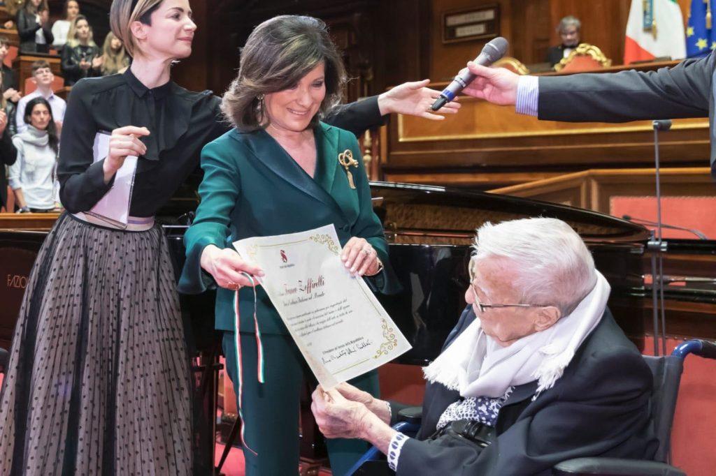 La consegna del diploma a Franco Zeffirelli