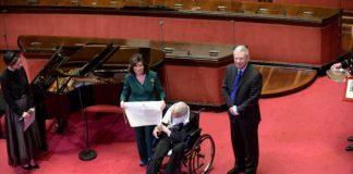 Un momento della cerimonia al senato con Franco Zeffirelli