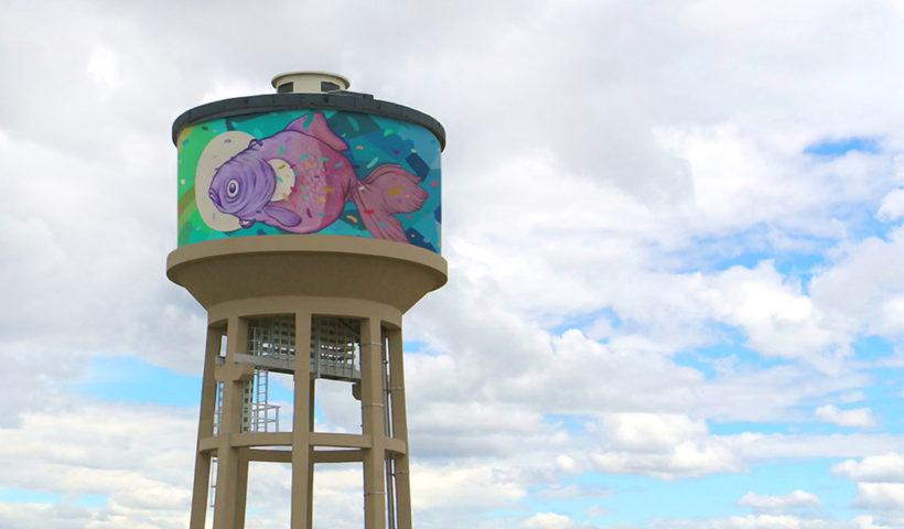 Guarda il pesce di Refreshink, lassù in cima al deposito