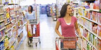 Commercio: due donne col carrello in un supermercato