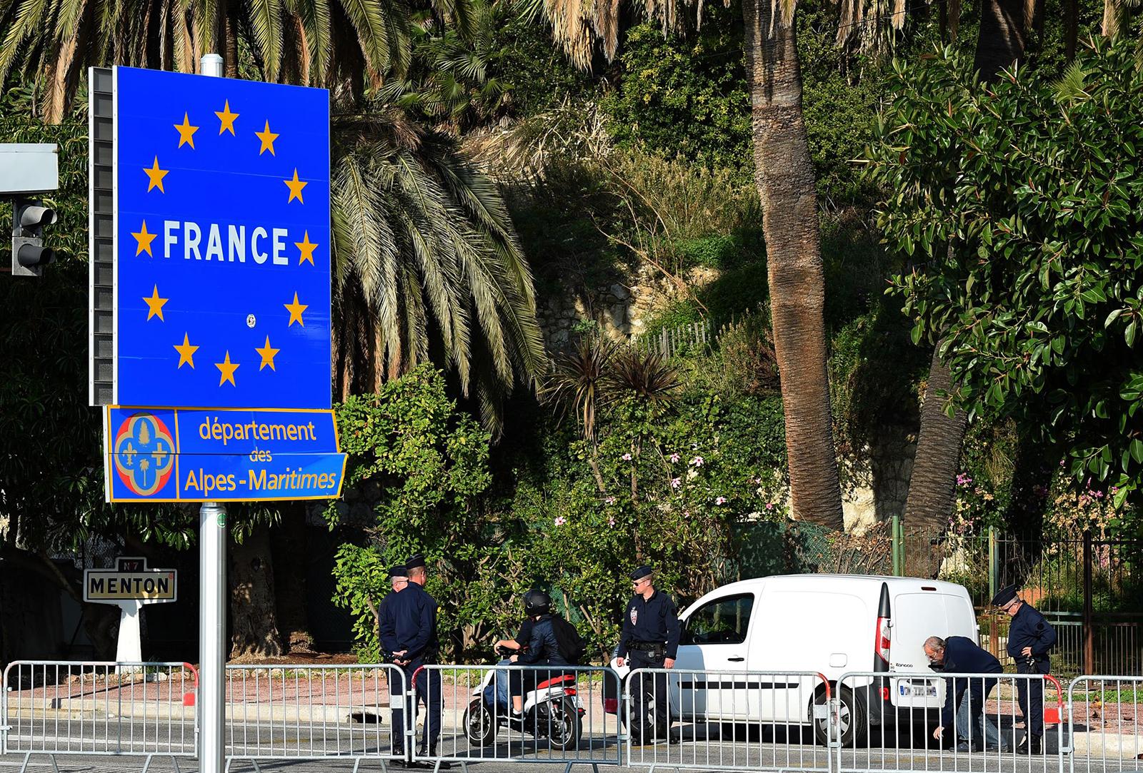 Gendarmeria al confine tra Francia e Italia