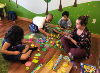 Maestra con bambini