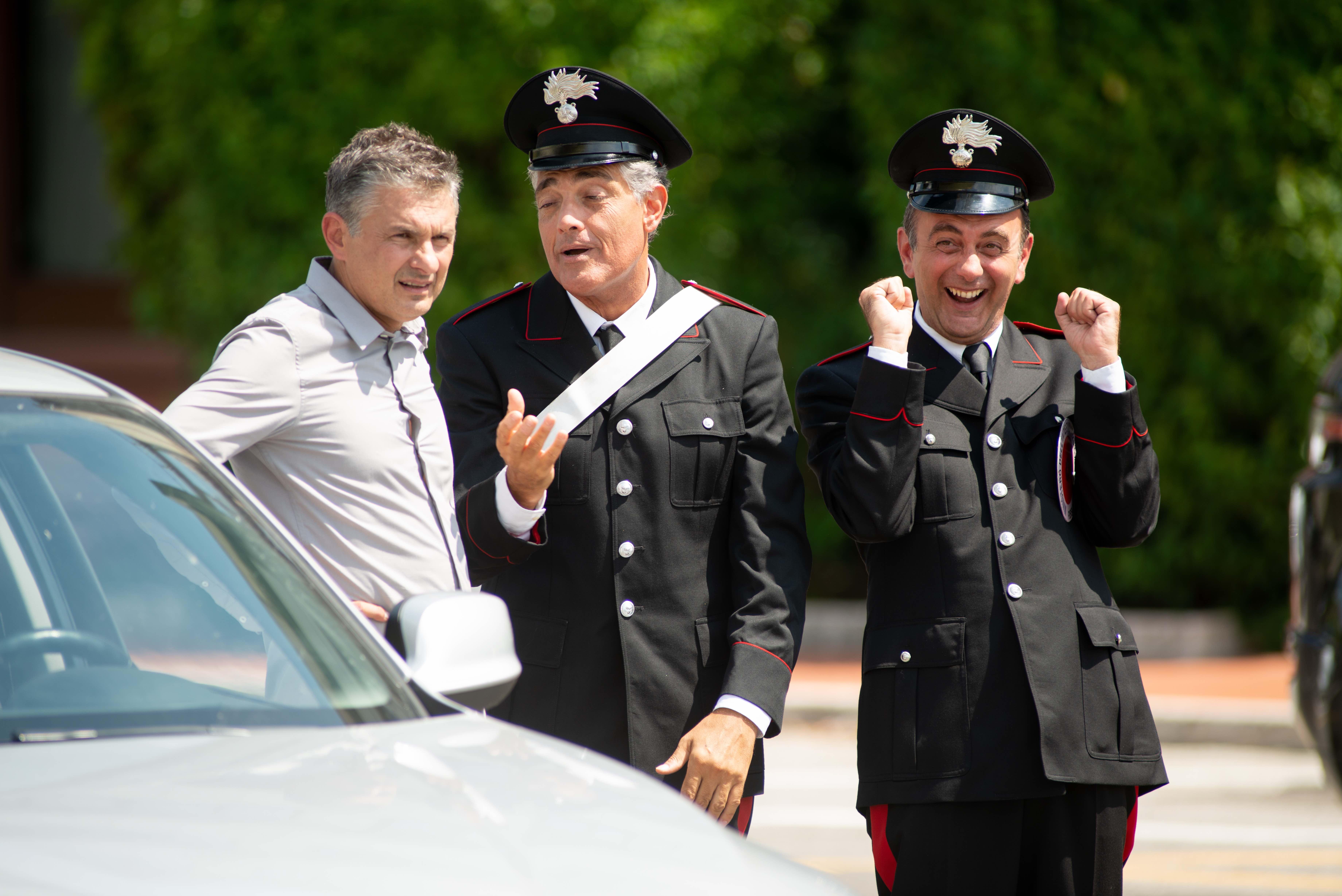 Alessandro Paci e i carabinieri in Non ci resta che ridere