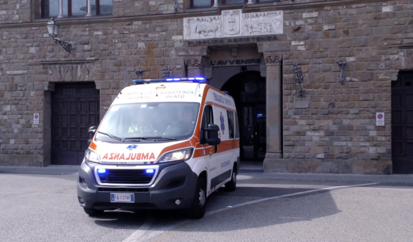 Un'ambulanza della Pubblica assistenza L'Avvenire