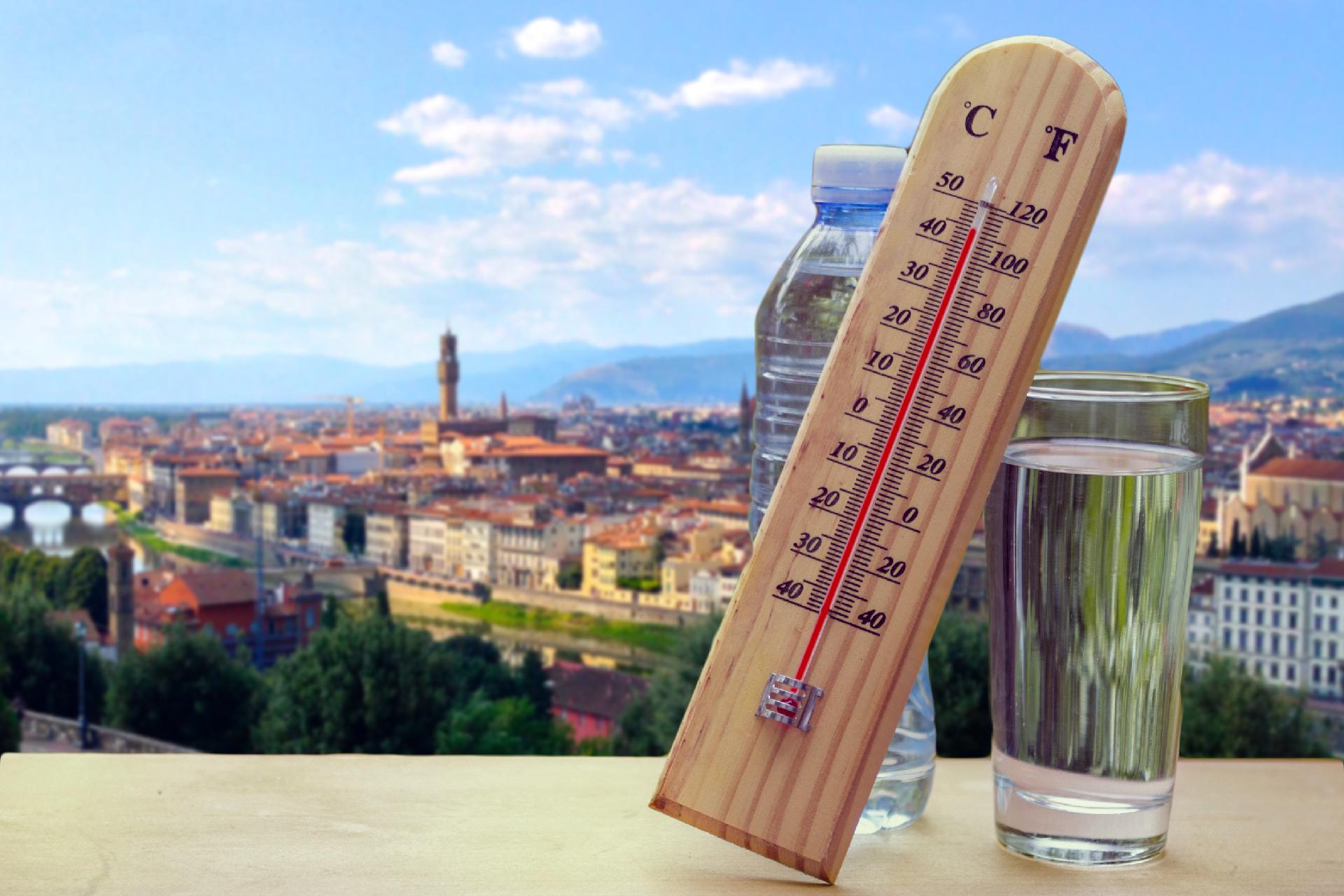 Un termometro con temperature roventi su Firenze