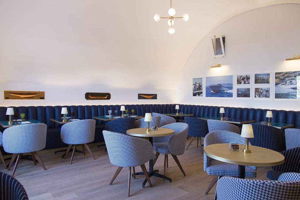 I nuovi tavolini del Bar del Porto