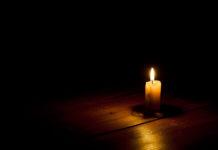 Candela al buio per un black out
