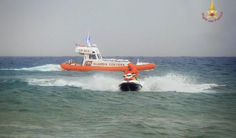 Guardia costiera e vigili del fuoco