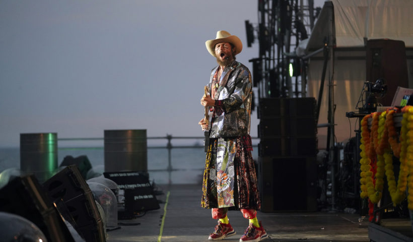 Jovanotti in un momento del Jova Beach Party 2019