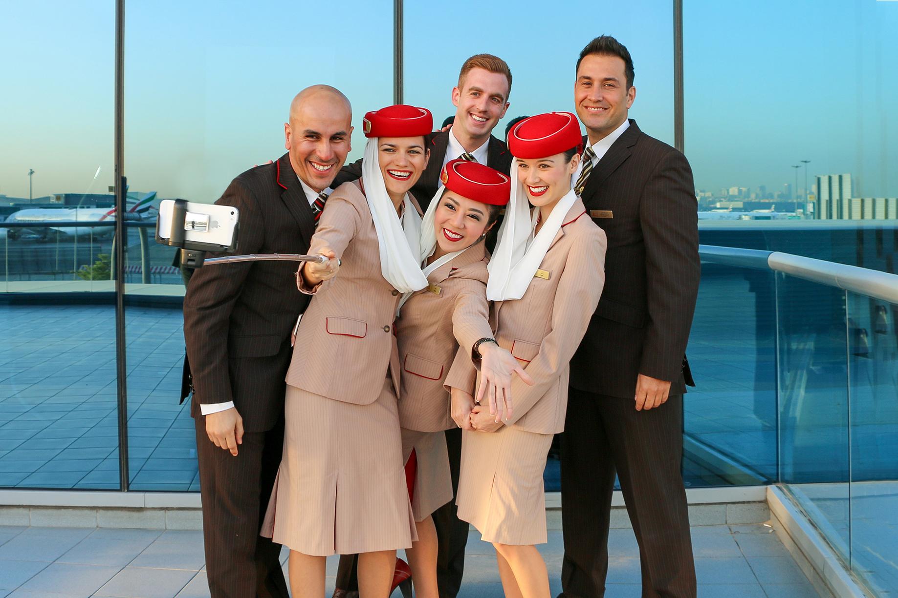Personale di bordo di Emirates in divisa