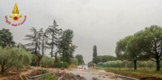 Strada allagata per il maltempo