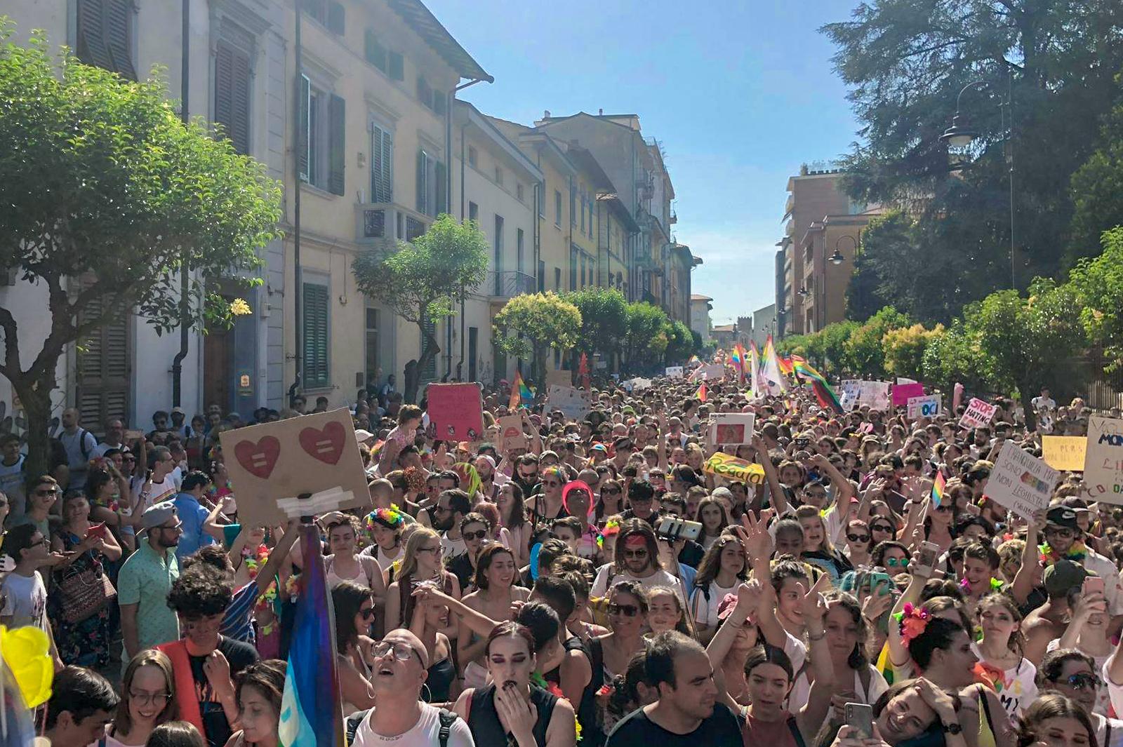 La parata del Toscana Pride di Pisa