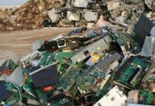 Una discarica di materiali elettronici