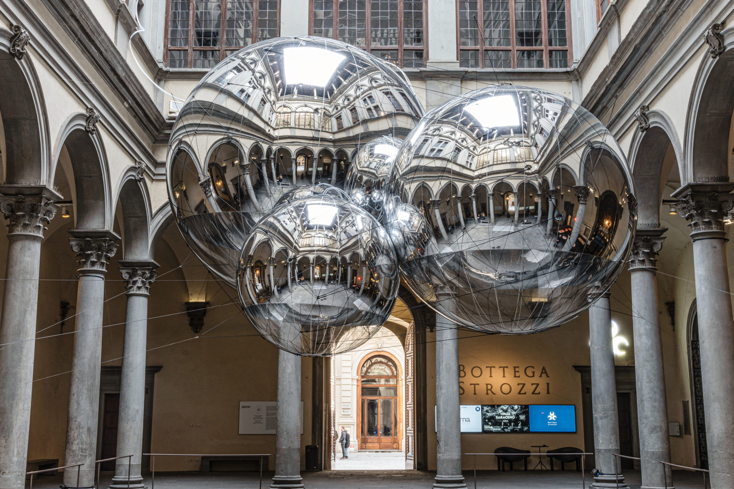 Copertina Tomas Saraceno Aria a Palazzo Strozzi