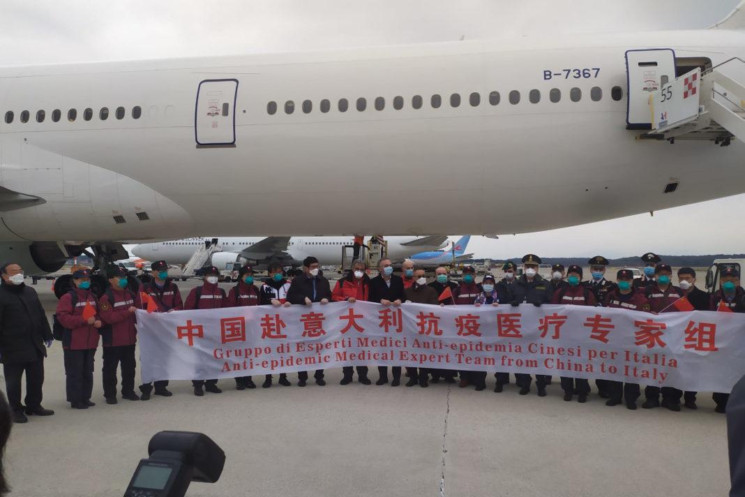 Aiuti e medici cinesi a Malpensa