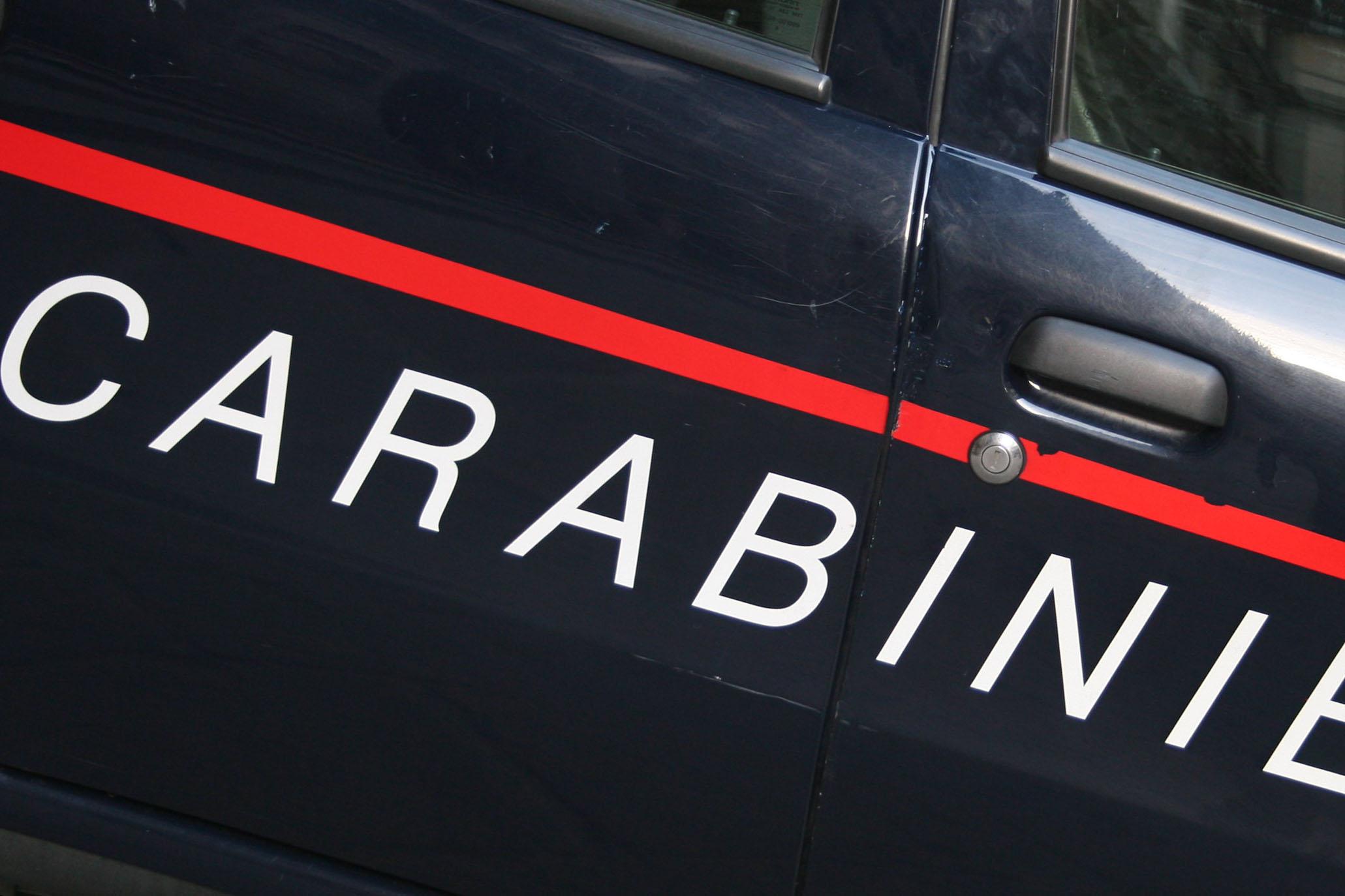 Carabinieri con scritta