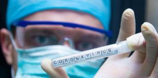Coronavirus in provetta nelle mani di uno scienziato