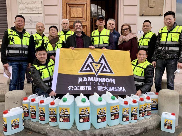 Le associazionicinesi donano 200 litri di detergente per mani e superfici al Comune di Signa