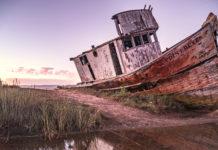 Barca abbandonata relitto