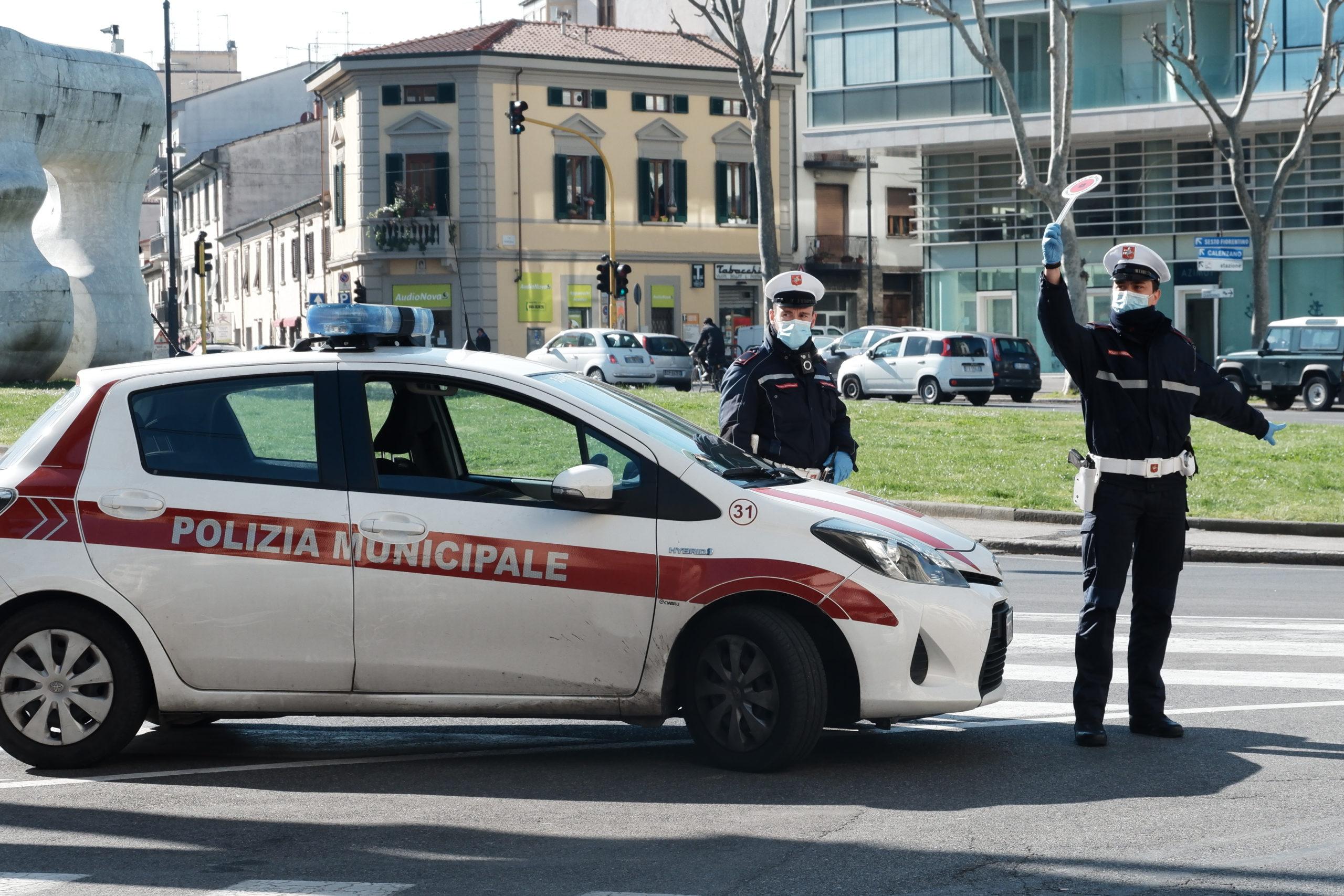 Posto di blocco della polizia municipale per il coronavirus
