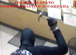 Rapina con martello ai danni di un tabaccaio di Carrara