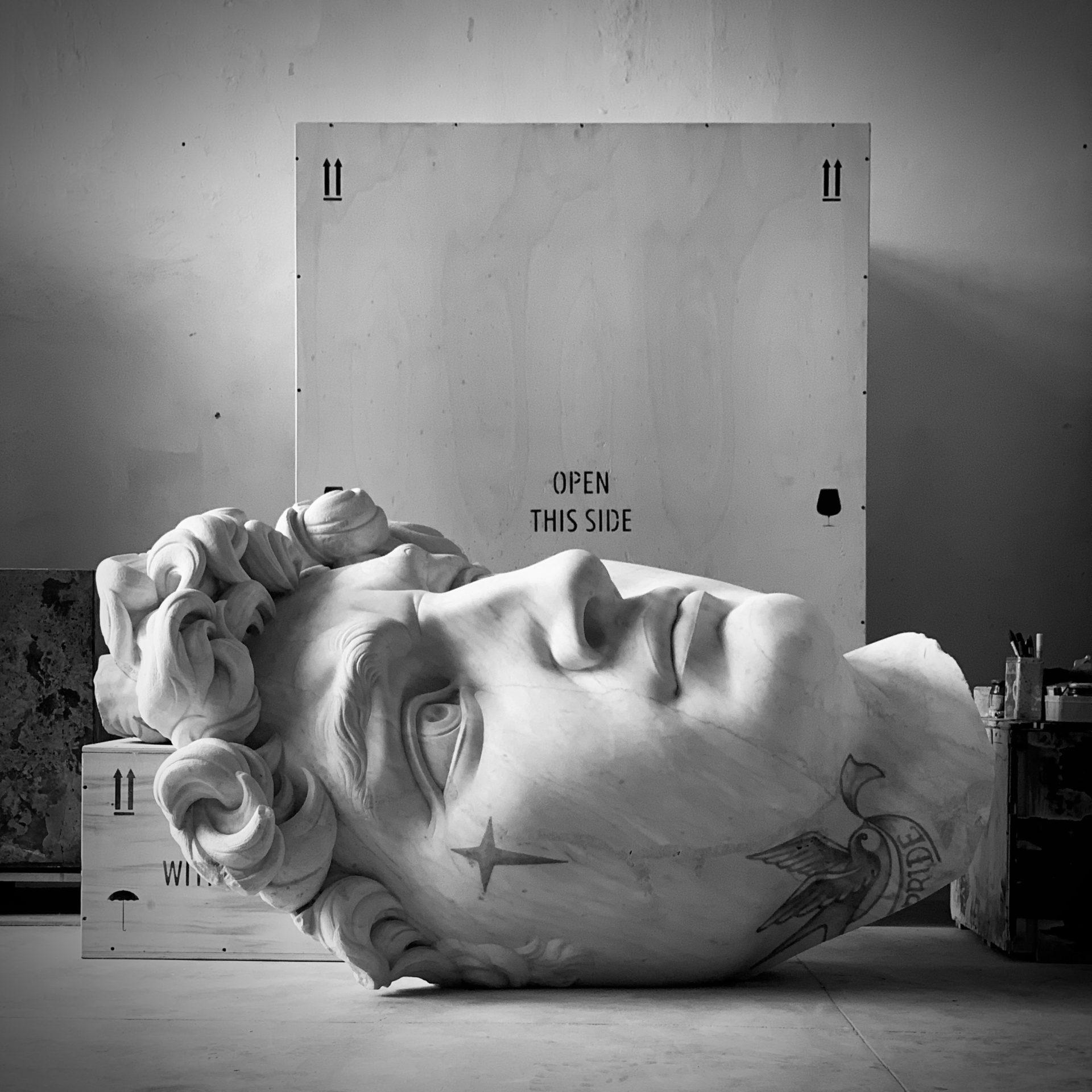 FABIO VIALE, Souvenir David, 2020, marmo bianco e pigmenti
