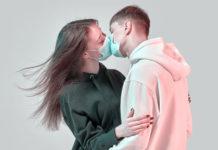 Bacio con la mascherina