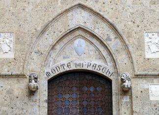 Il portone d'ingresso di Rocca Salimbeni sede central edel Monte dei Paschi di Siena