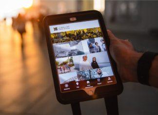 Il Louvre Abu Dhabi sullo schermo di un tablet